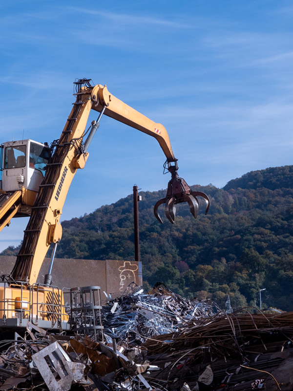 AOM Rottami azienda attiva nella raccolta selezione lavorazione stoccaggio e commercio rottami