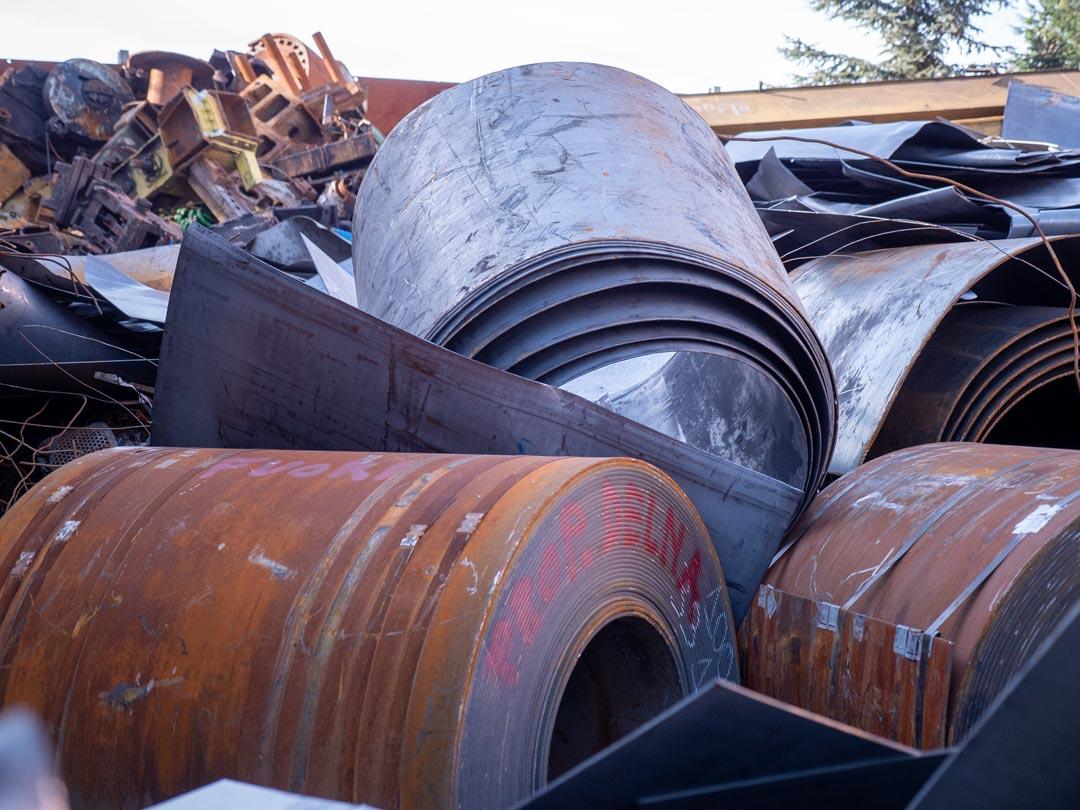 Aom Rottami metalli di recupero stoccati pronti per la vendita e il riciclo